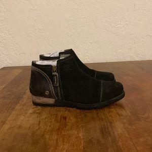 Sorel Major Low Boots, Black Size 8